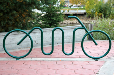 Uma bicicleta para proteger as bicicletas, simples, mas bem interessante. Alaska - EUA.